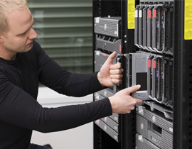 19200549-IT-technician-engineer-install-removes-replace-a-blade-server-in-a-data-center--Stock-Photo-1
